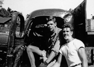 1952. Gaston Lapointe et Lionel Dion. Gaston Lapointe, un monument dans l'histoire du camp, fut chef de camp de 1951 à 1984.