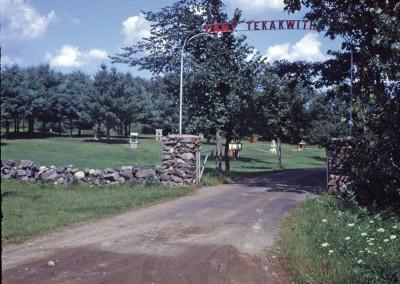 Années '60. L'entrée du camp avec le mini-golf