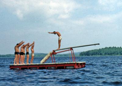 Années '60. Le radeau avec plongeon.