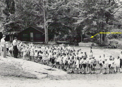 Années '60. Gaston Lapointe fait un rassemblement. Il y avait un abreuvoir près de l'Atelier