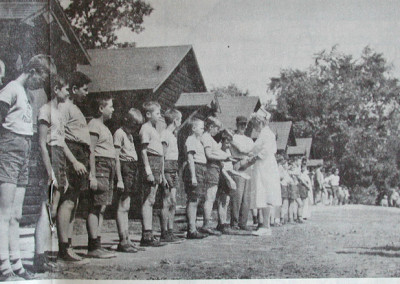 Autour de 1961. La grande inspection du dimanche avec l'infirmière. Marc-André Goulet et Gaston Lapointe