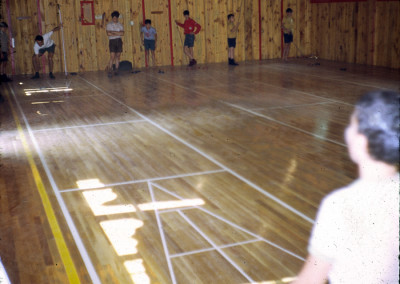 """1968. On avait construit un jeu de """"shuffle-board"""" à l'intérieur de la salle de théâtre."""