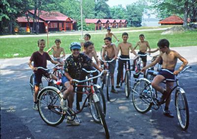 """1968. On avait acheté des bicycles à """"une"""" vitesse pour en faire une activité. Pas un grand succès..."""