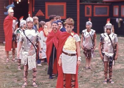 1969. Un grand gala. La cabine 7 (Hiboux) étaient déguisés en légion romaine et gaulois