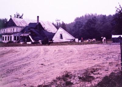 1981. La ferme qui était à l'abandon est incendiée par des vandales.