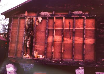 1983. Des abeilles avait aient leur ruche dans le mur de la Ruche! Il faut le faire!!! On recueillit des dizaines de livres de miel!