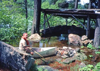 1984. Le lac était monté très haut en juin. On pouvait même faire du canot sur l'Ile des Pères!
