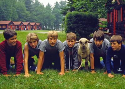 1984. La mascotte du camp