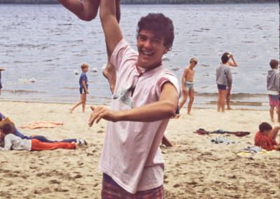 1986. Guy Bourassa qui deviendra directeur du camp. - Ted Létourneau