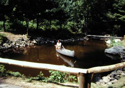 1987. Louis Geoffroy pêche dans l'étang!